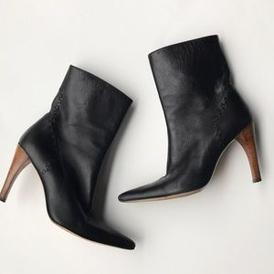 GUCCI Black leather pointed toe Booties